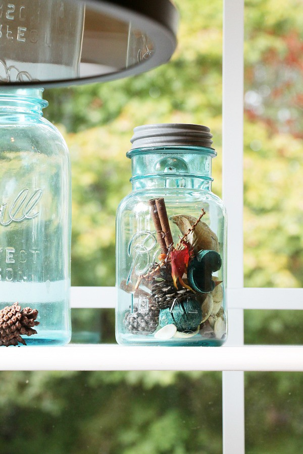blue-ball-vintage-mason-jars-decorated-for-fall