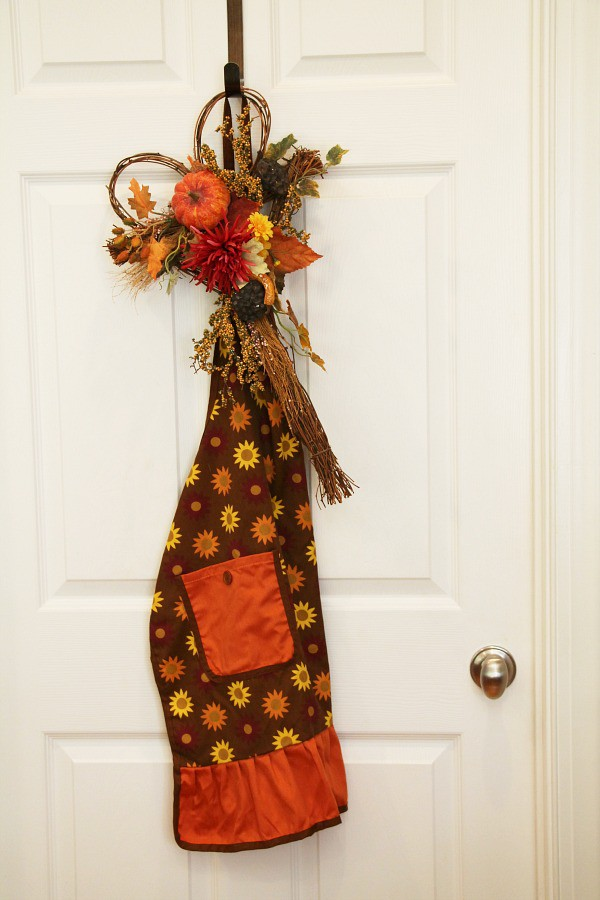 fall-apron-and-wreath-for-door