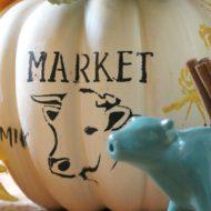 Farmhouse pumpkin centerpiece idea