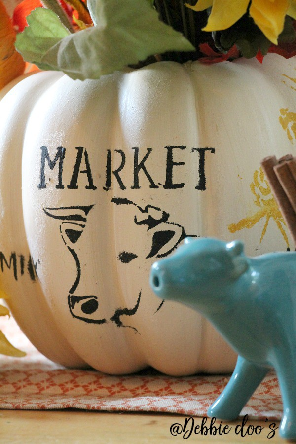 farmhouse-pumpkin-centerpiece-idea-using-debbiedoos-stencil