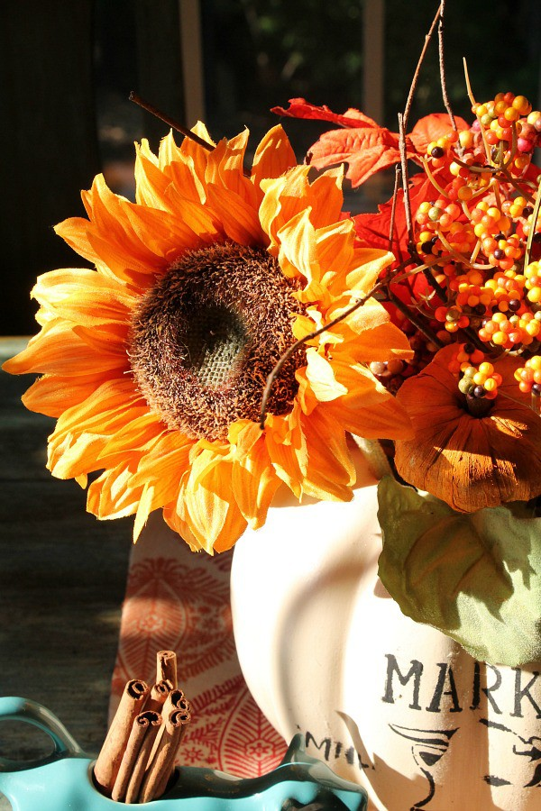 farmhouse-pumpkin-with-sunflowers