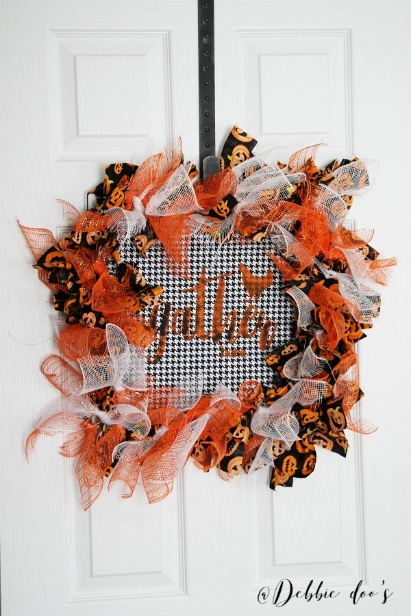 fun-and-festive-fallhalloween-wreath-idea