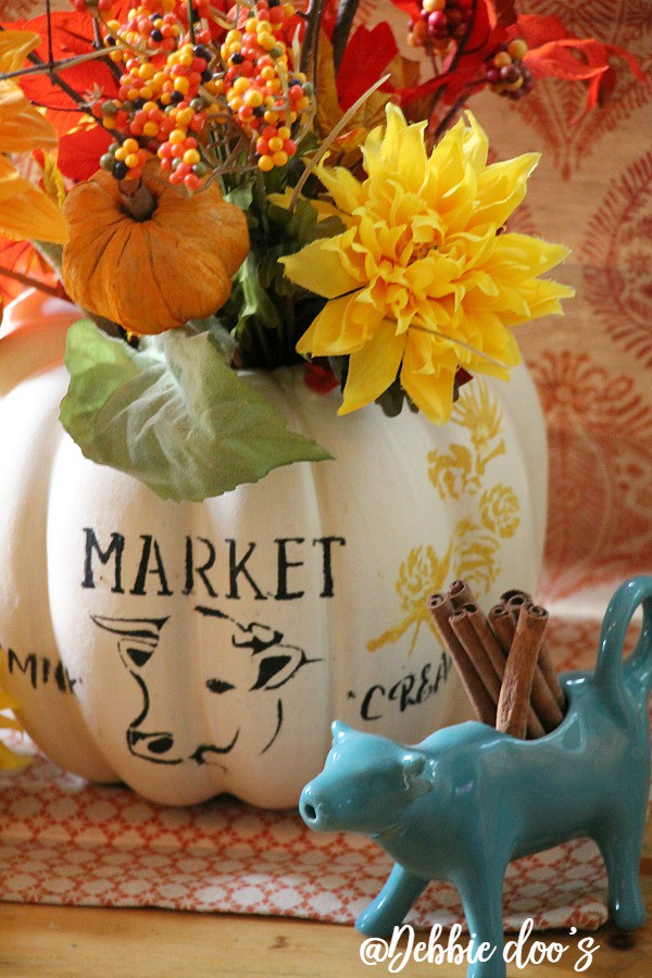 pumpkin-centerpiece-idea-with-rustic-cow-stencil-by-debbiedoos