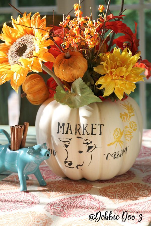 pumpkin-centerpiece-with-cow-stencil-design-by-debbie-doos