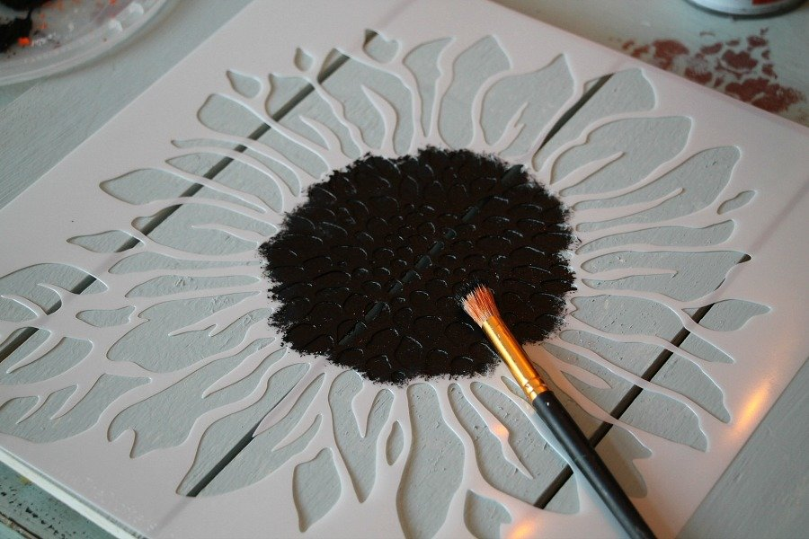 stenciling-a-sunflower