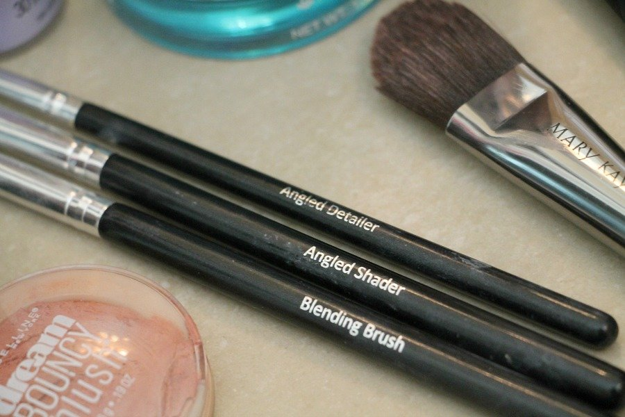 The proper makeup brushes
