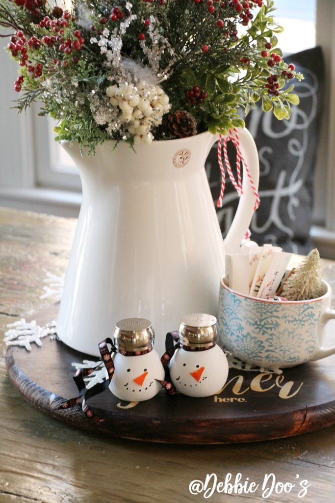 dollar-christmas-crafts-cute-snowmen-salt-and-pepper-shakers-you-can-make-in-a-jiffy