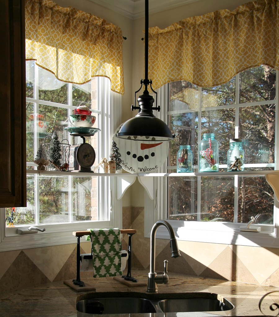 Kitchen Window Furnishings Ideas: Simple Christmas Decorating Ideas In The Kitchen
