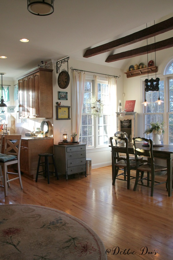 Country kitchen decorating ideas on a budget home design for Country kitchen designs on a budget