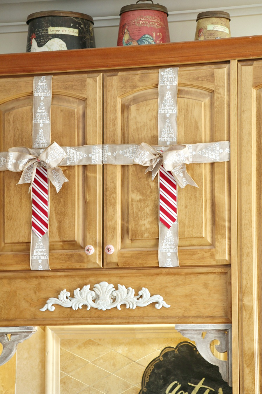 Simple christmas decorating ideas in the kitchen debbiedoos for What kind of paint to use on kitchen cabinets for christmas glitter stickers