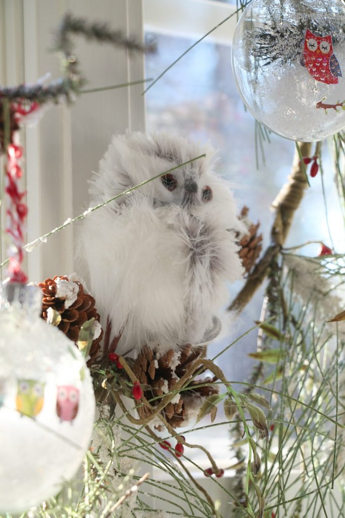 wintery-owl-wreath-in-the-kitchen-window