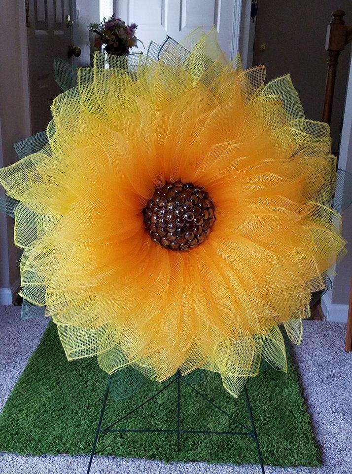 sunflower door wreath tutorial DIY Sunflower Wreath