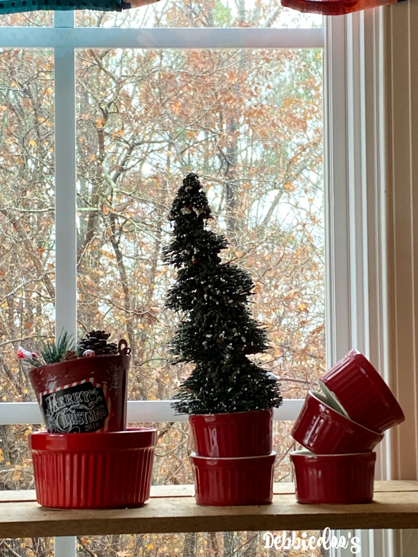 Country Christmas kitchen decorating